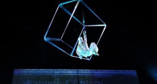 aerial silk and cube show