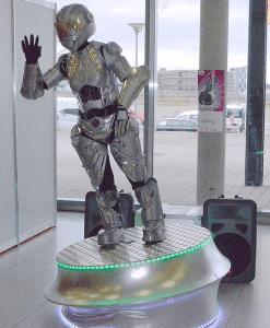 swinging robot
