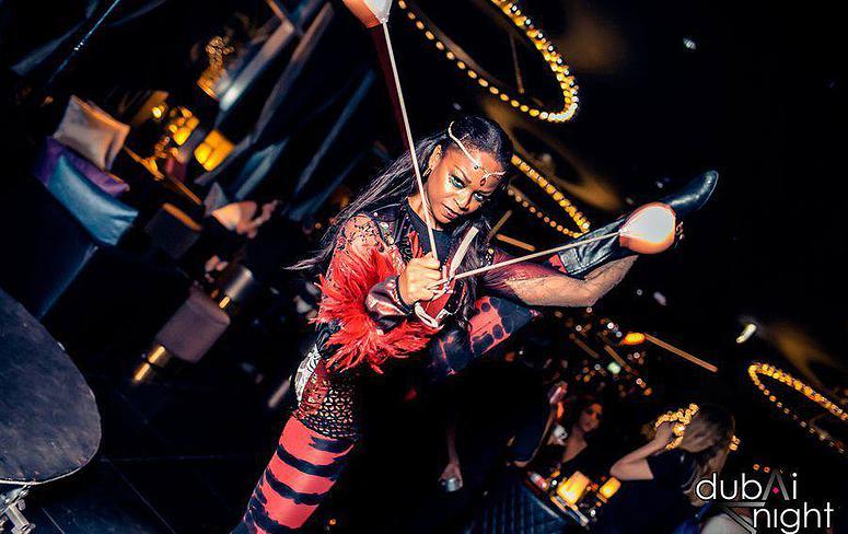 circus performer sara 6