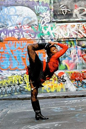 circus performer sara 7