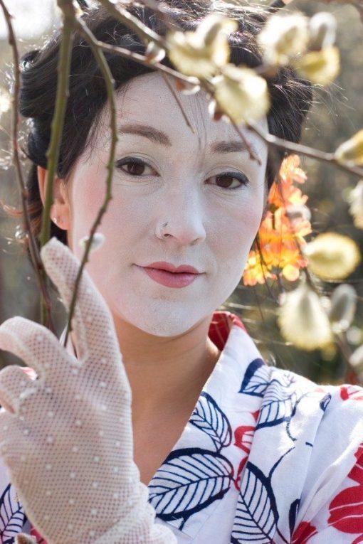 geisha statue