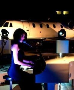 singer and pianist cat