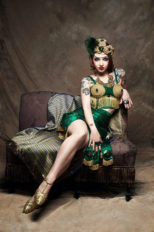 burlesque artist italy