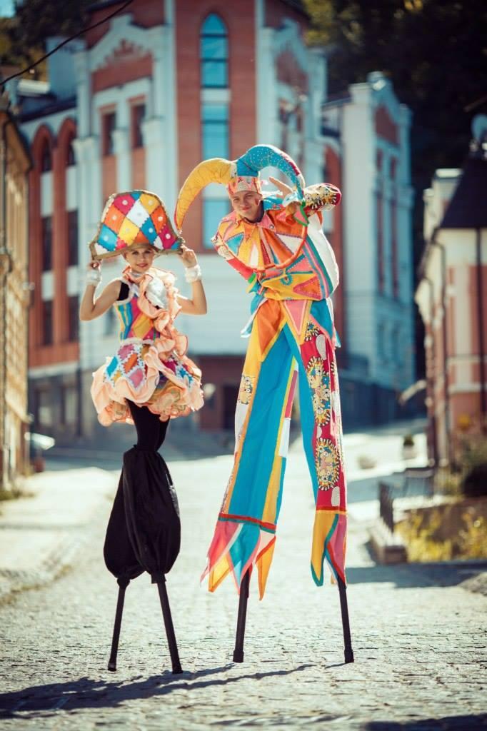 Unique Stilt Walkers